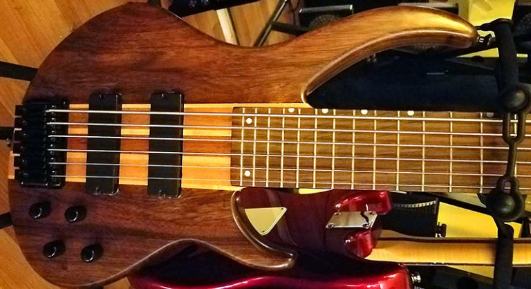My New Peavey Grind Bass Guitar: 6-Strings of Awesomeness | Review